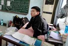 双腿瘫痪男生被武大录取 母亲背其上学14年