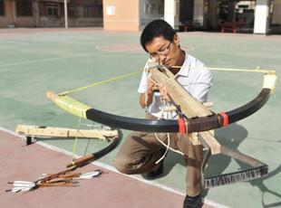 甘肃教师复原北宋神臂弓 可穿透铁皮