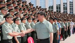 习近平:进一步解放发展战斗力 努力建设强大军队