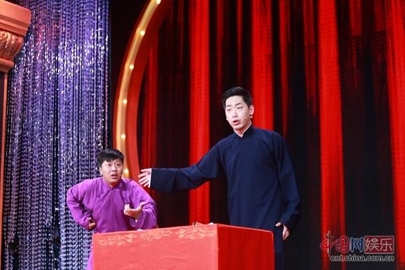 相声演员李丁_《喜剧狂》李丁说相声遭观众抢戏 全场点赞[2]- 中国日报网