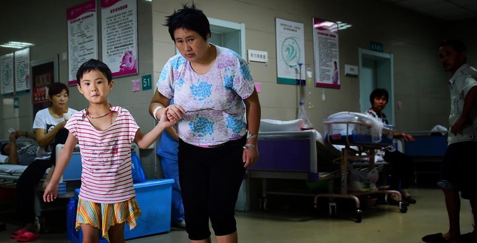 【世相】住在医院走廊的守母少女