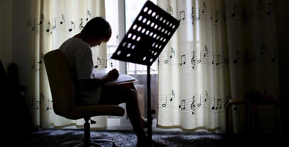为了音乐梦大学辍学的90后鼓手