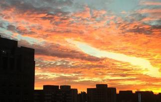北京清晨现美丽朝霞