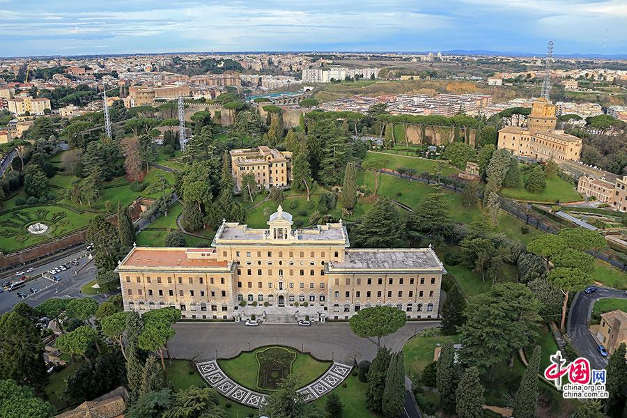 从高处俯瞰梵蒂冈建筑