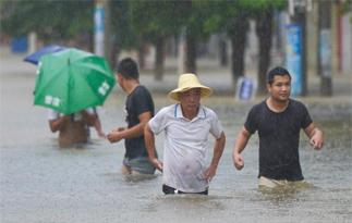 南海热带低压携暴雨袭琼 海南逾万人转移