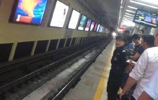 北京地铁1号线因故障全线停运