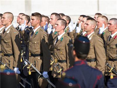 匈牙利庆祝国庆节 匈牙利军官参加毕业宣誓仪式
