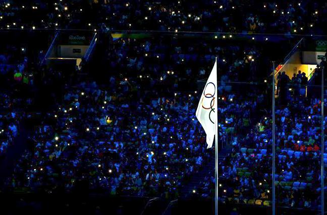 2016里约奥运会雨中闭幕式 马拉卡纳体育场奥运圣火熄灭