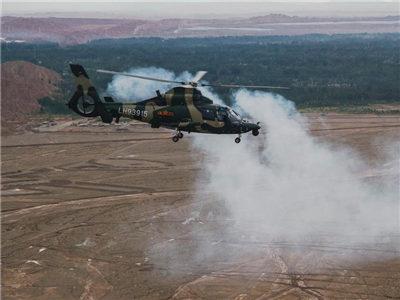 新疆军区某陆航旅深入昆仑山腹地演练联合作战