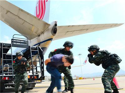 武警部队参加2016年民航反恐专项演习