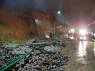 强降雨致京藏高速平西段封路6小时