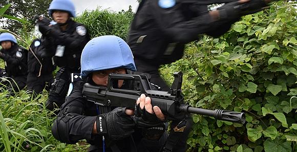 驻利维和警察防暴队开展极端天气实景实战训练