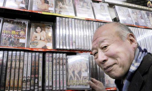 九九成人贴图_图为日本成人电影明星