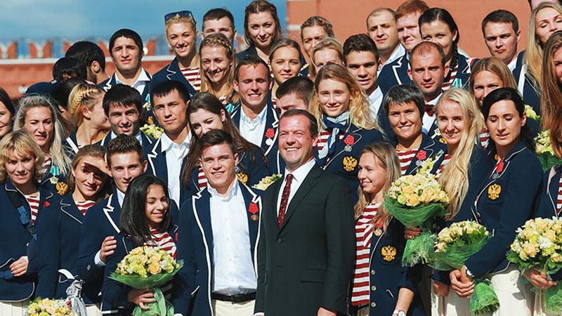 俄总理向奥运获奖运动员赠送宝马系列轿车