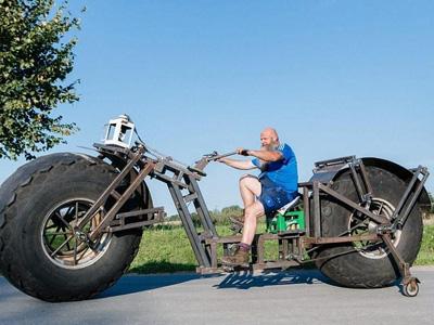 德大叔自制近一吨重自行车欲骑行