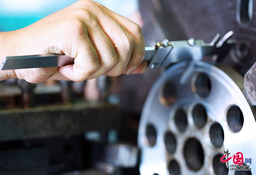 大国工匠:大国航天利器之工匠王阳[组图] - 人在上海    - 中国新闻画报