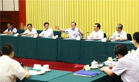 政协常委会第十七次会议举行分组讨论 俞正声出席