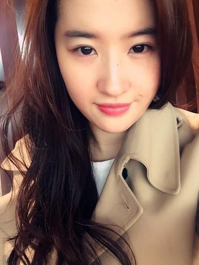 女星素颜圈粉:刘亦菲清纯可爱 范冰冰少女范