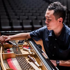 """指尖上的中国梦 被200位音乐家点赞的""""键盘技师"""""""