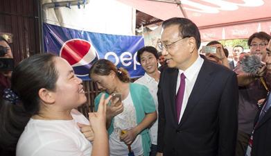 李克强与老挝民众互动交流