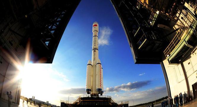 天宮二號與長征二號F運載火箭已垂直轉運至發射塔架