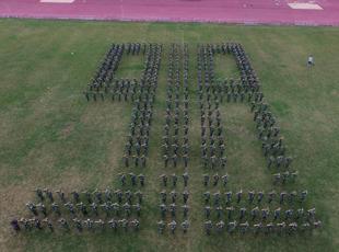 '9·18事变'85周年 大学新生拼字呼吁勿忘国耻