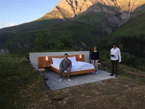 首家无墙无顶酒店 顾客可在星空下入睡