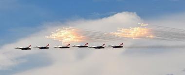 俄水上航空展上演精彩航空秀 别-200Chs亮相