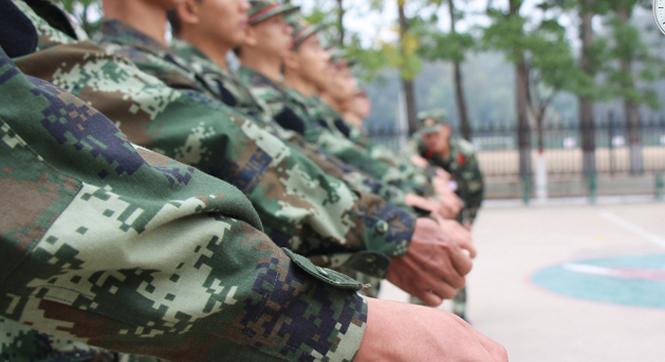 从清晨到晚上 武警新兵为你揭秘他们的一天