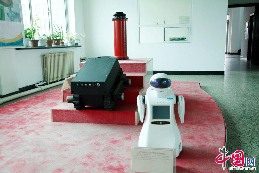 """大国工匠:研发""""机器人""""的石油工人刁克剑[组图] - 人在上海    - 中国新闻画报"""