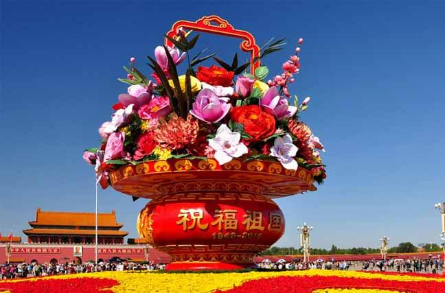 国庆节临近 天安门广场花团锦簇充满节日气氛