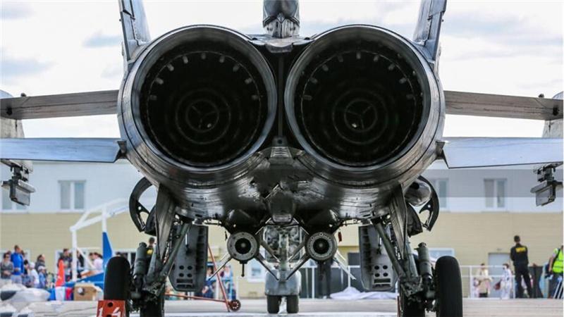 剖析捕狐犬:记者进米格-31座舱体验