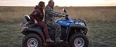 普京视察奥伦堡自然保护区 亲驾摩托兜风