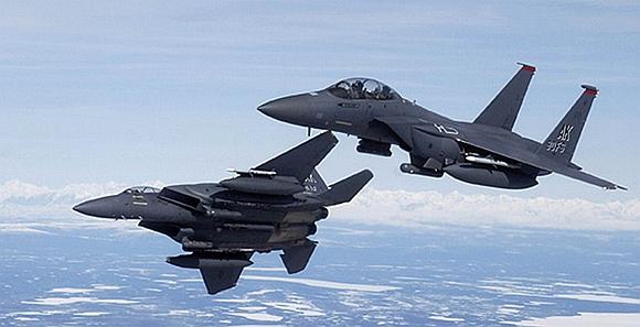 """【兵器说】F-15C首次配装""""军团""""吊舱试飞"""
