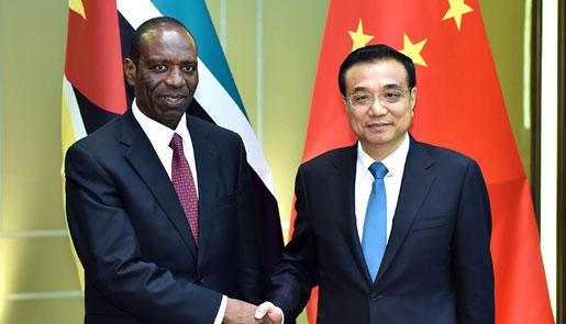 李克强会见莫桑比克总理多罗萨里奥