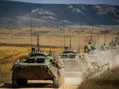 东西合璧:斯特赖克与俄制BTR战车联演