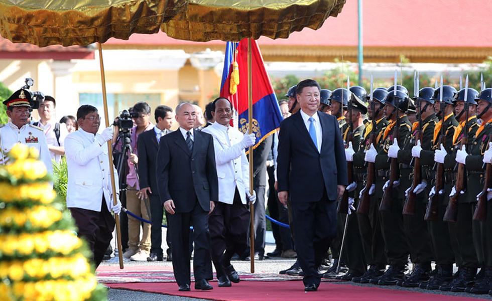 习近平会见柬埔寨国王西哈莫尼