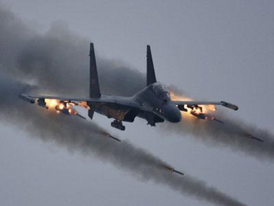 看战机怒吼、实弹飞!观空军航空兵复杂天气里的实战