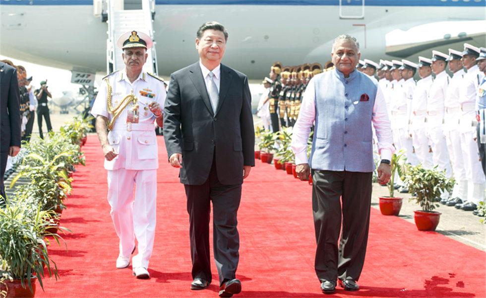习近平抵达印度果阿出席金砖国家领导人第八次会晤