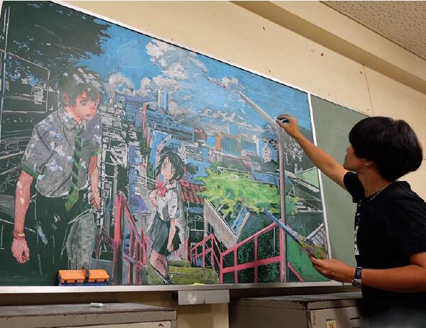 出神入化!日本美术老师画粉笔画走红