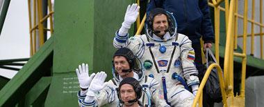 """俄""""联盟-MS-02""""飞船发射升空 搭载三名宇航员"""