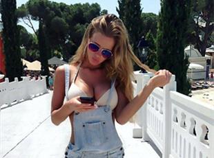 俄女子定期秀身材 发布比基尼照惹争议
