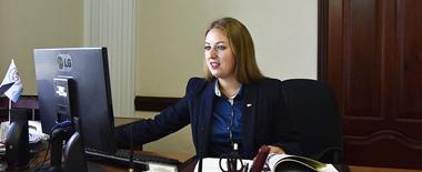 克里米亚30岁美女出任体育部长