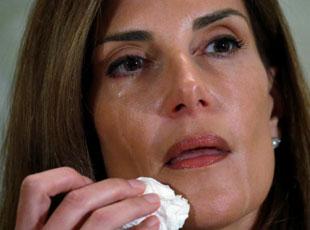 美瑜伽大师含泪指控特朗普对其有不当性行为
