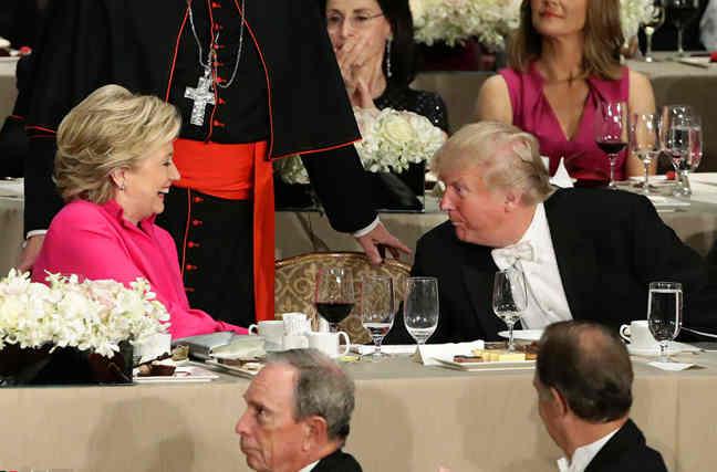 慈善晚宴特朗普希拉里谈笑风生