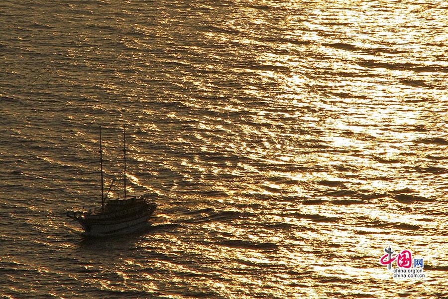 海面上有小船