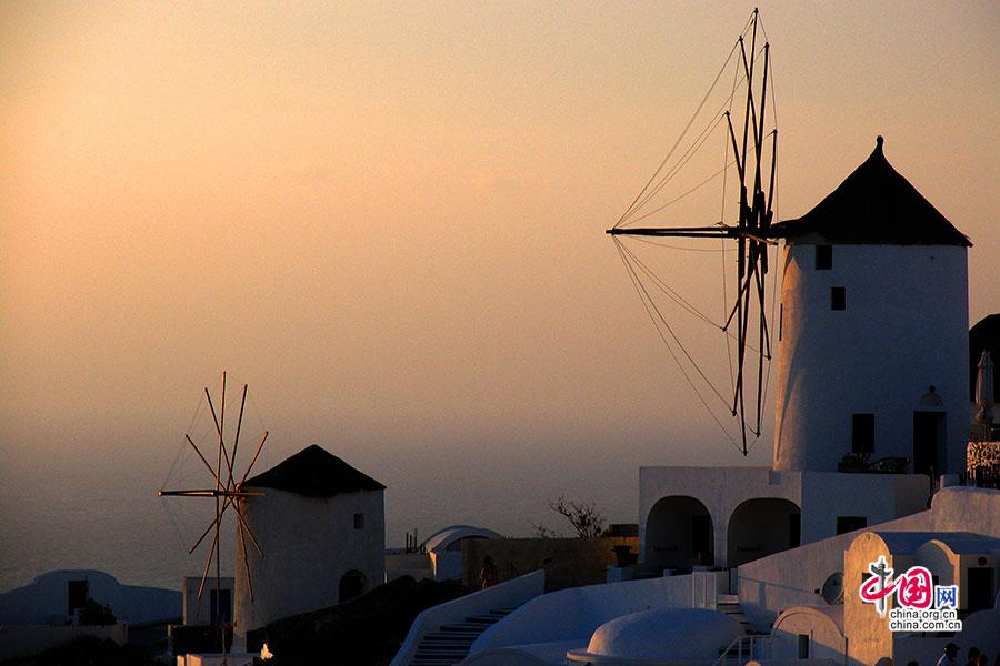夕阳下的风车
