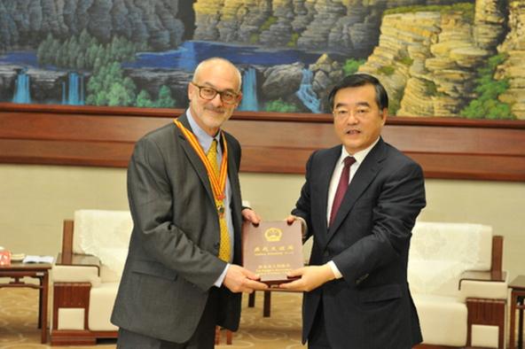 中惠科银两项技术再获肯定 首席外国专家河北获奖