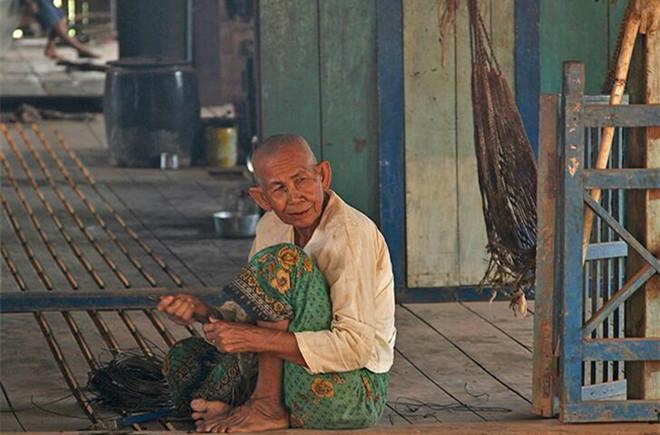 中国人走世界之吴哥绽放:高棉,走在红色的乡间