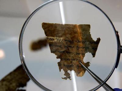"""以色列展公元前7世纪纸莎草纸系最早提到""""耶路撒冷""""文物"""